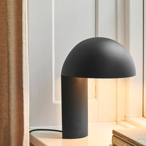 Leery table lamp