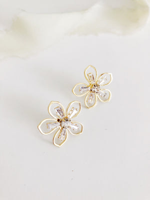 Daisy Gold Flower Stud  Wedding Earrings