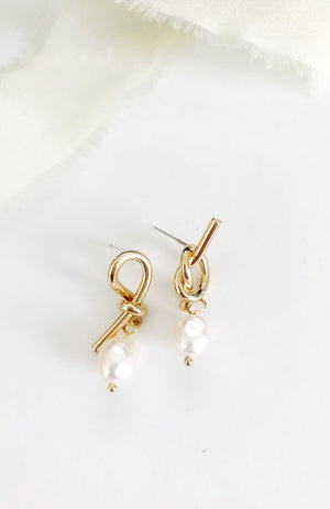 Mina modern gold and freshwater pearl earrings