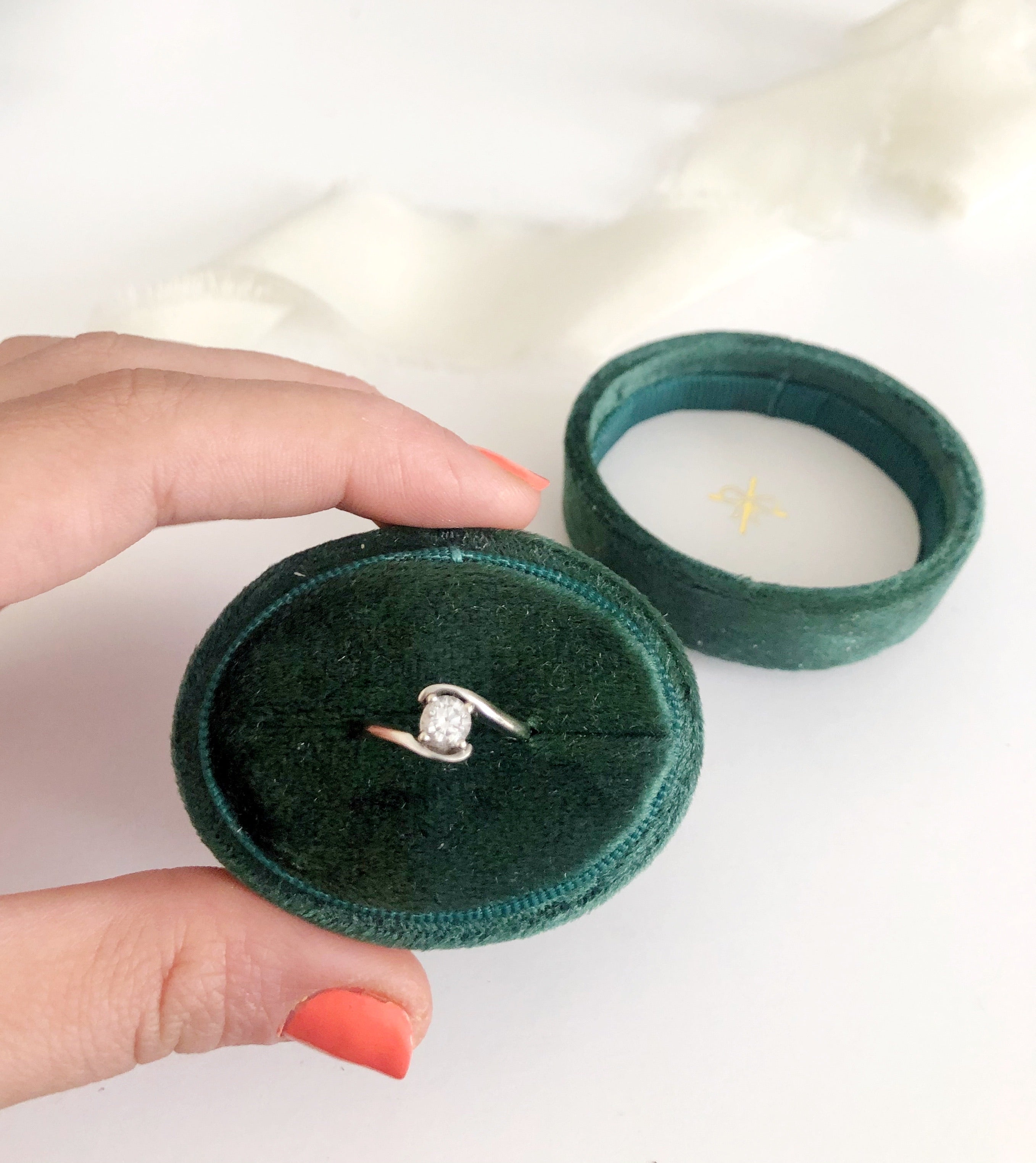 Emerald Green Velvet Horizontal Oval Ring Box