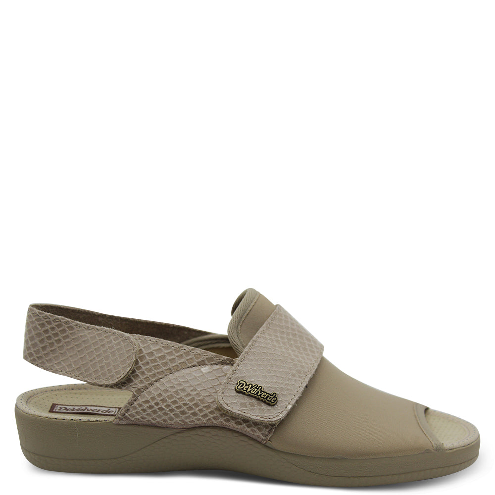 Devalverde 150 Beige womens slipper