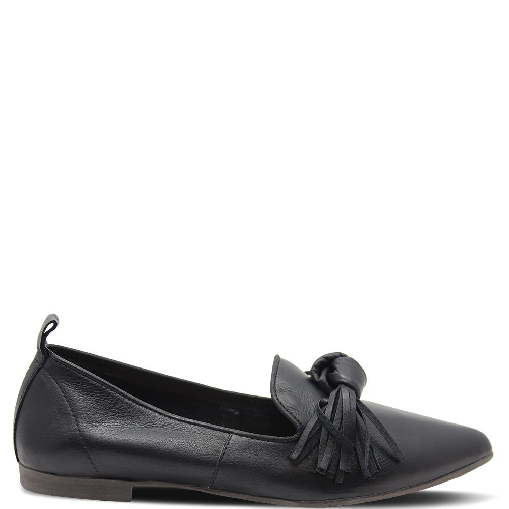 Bueno Bestie Women's Flat Black Shoe