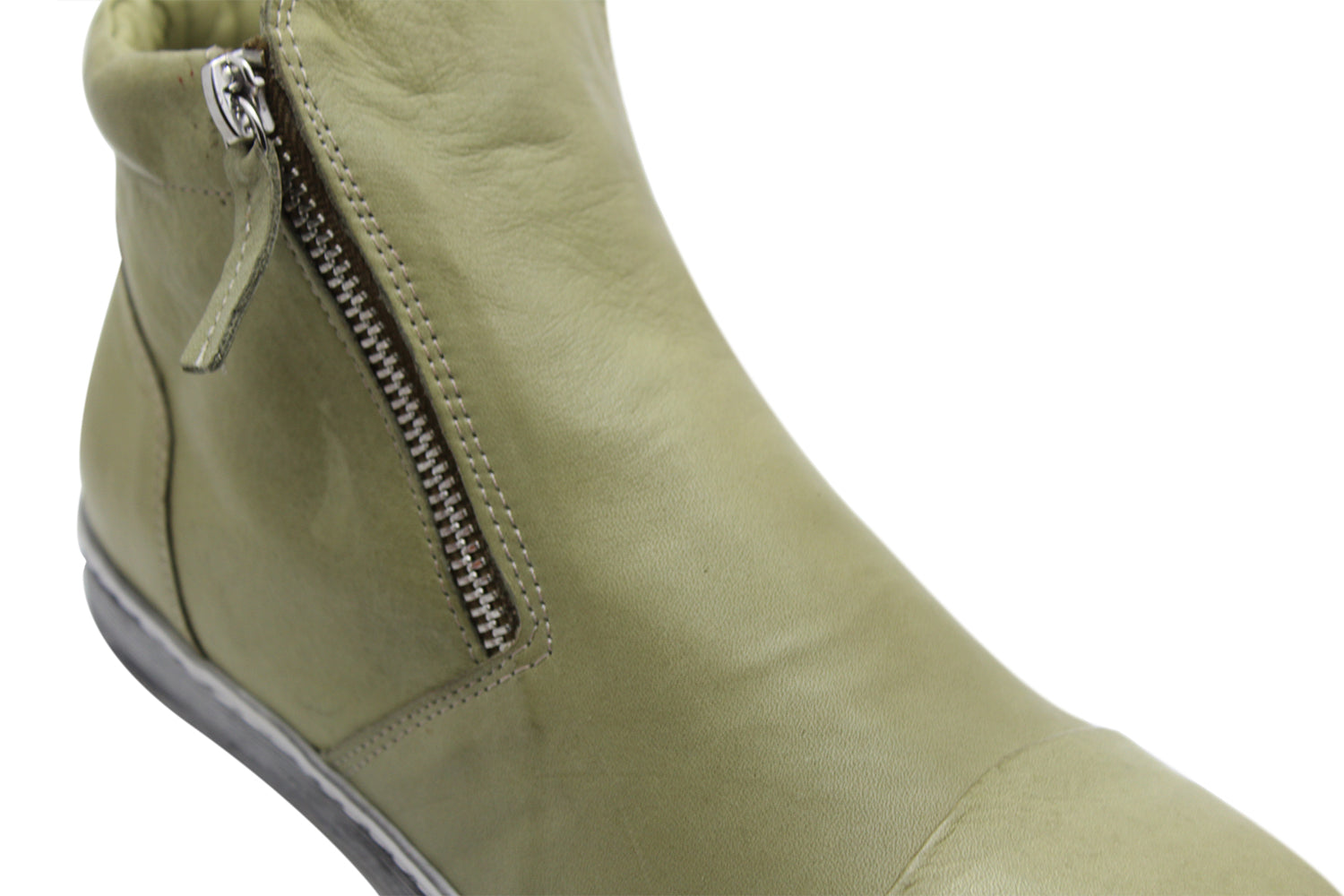 TRUDY WOMENS FLAT BOOT