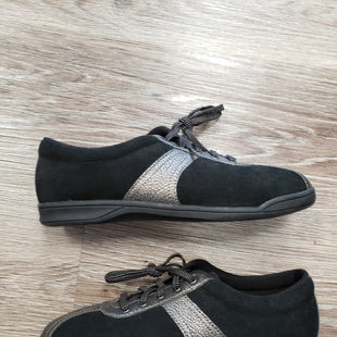 SHOES BY EASY SPIRIT SIZE 10 - BLACK.