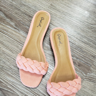 SANDALS BY QUPID SIZE 6 - PEACH.