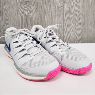 ATHLETIC SHOES BY NIKE SIZE 10 - GRAY.