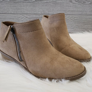 ANKLE BOOTS BY TIME AND TRU SIZE 6 - TAN.