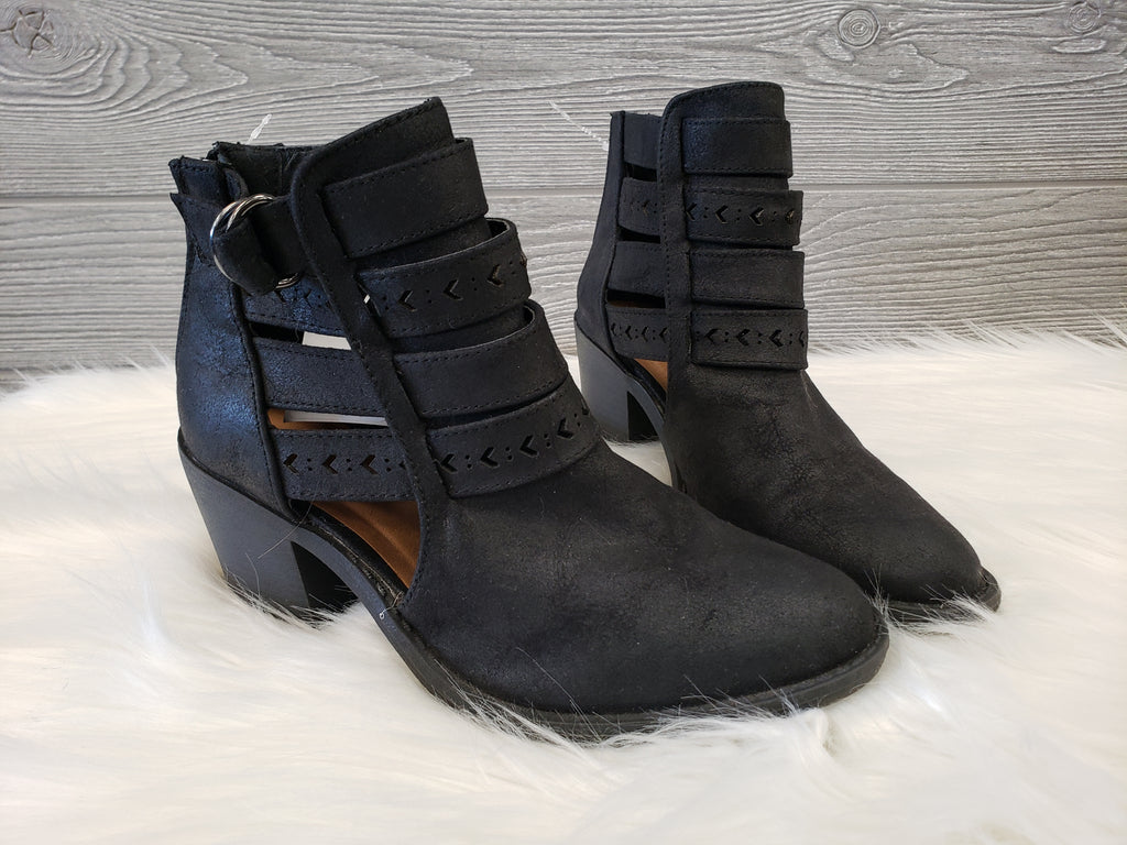 ANKLE BOOTS BY QUPID SIZE 5.5