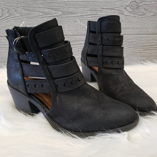 ANKLE BOOTS BY QUPID SIZE 5.5 - BLACK .