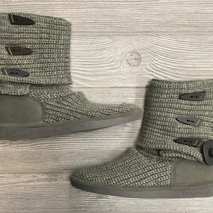 BOOTS BY BEARPAW SIZE 8 - GRAY.
