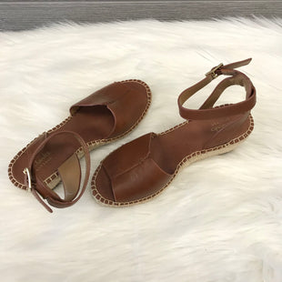 SANDALS BY CLARKS SIZE 6 - BROWN .