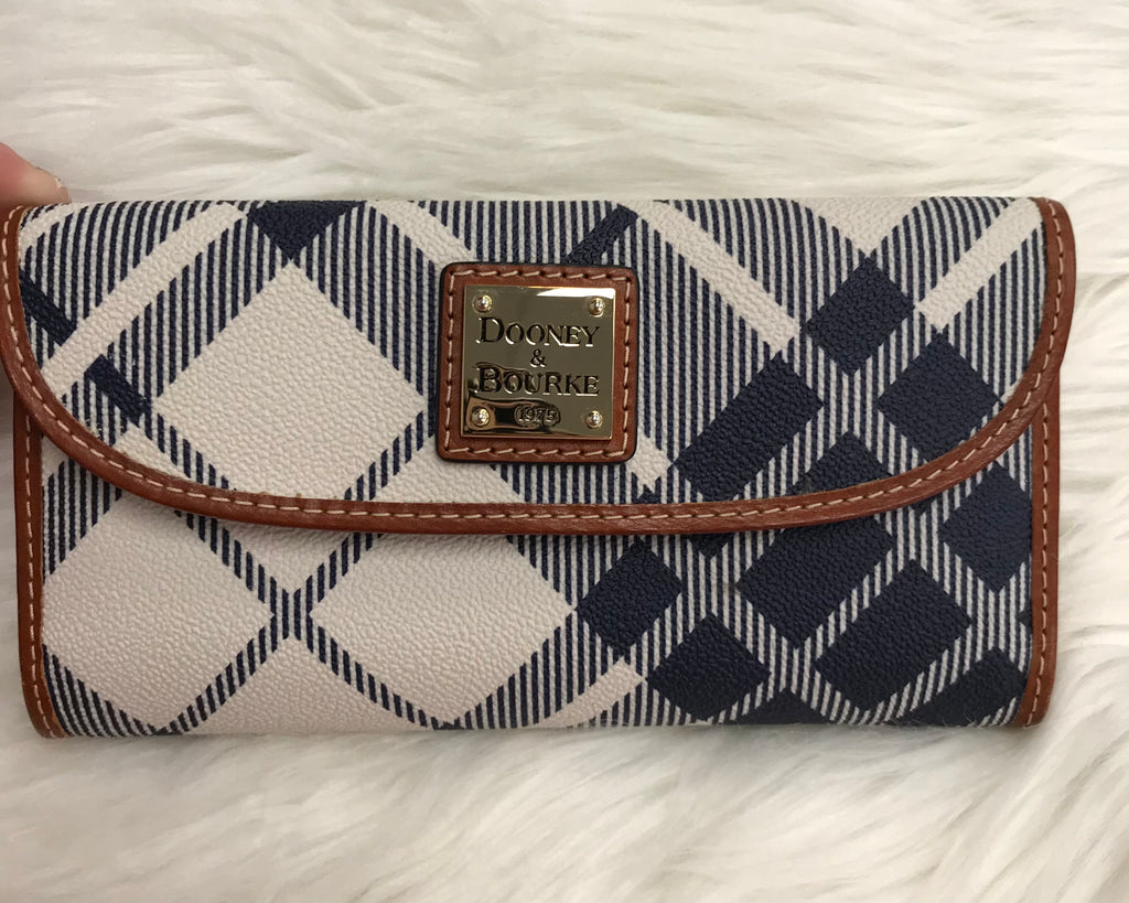 DESIGNER WALLET BY DOONEY AND BOURKE SIZE M