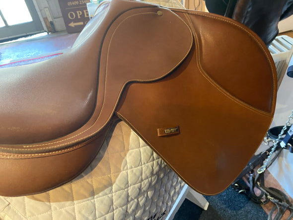 "#1309 17"" Wintec Jumping Saddle, Changeable gullet  (W)"