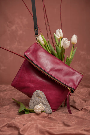 Leather clutch bag with crossbody strap - Bordeaux