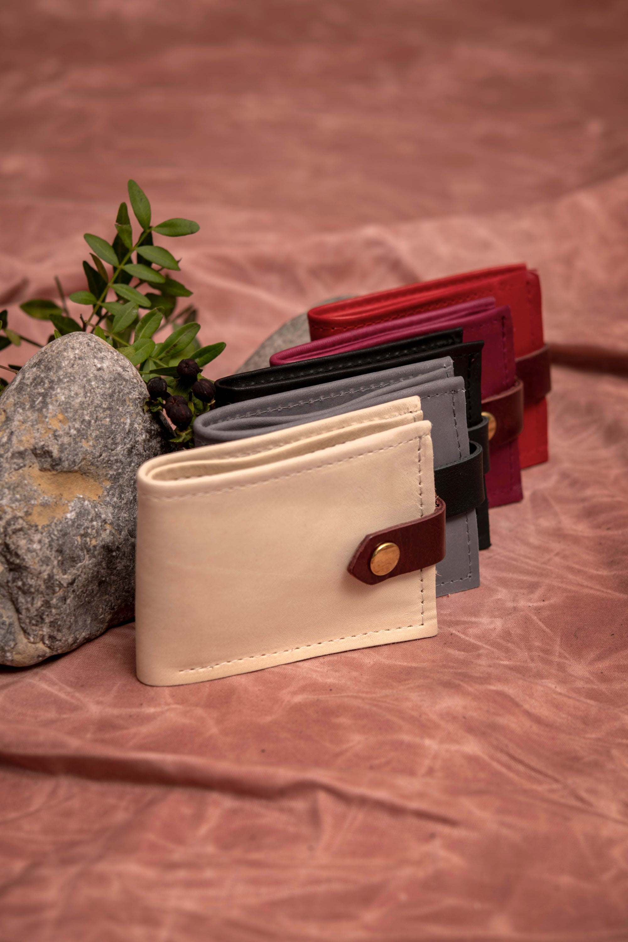 Minimalist bifold leather wallet - St-Joseph