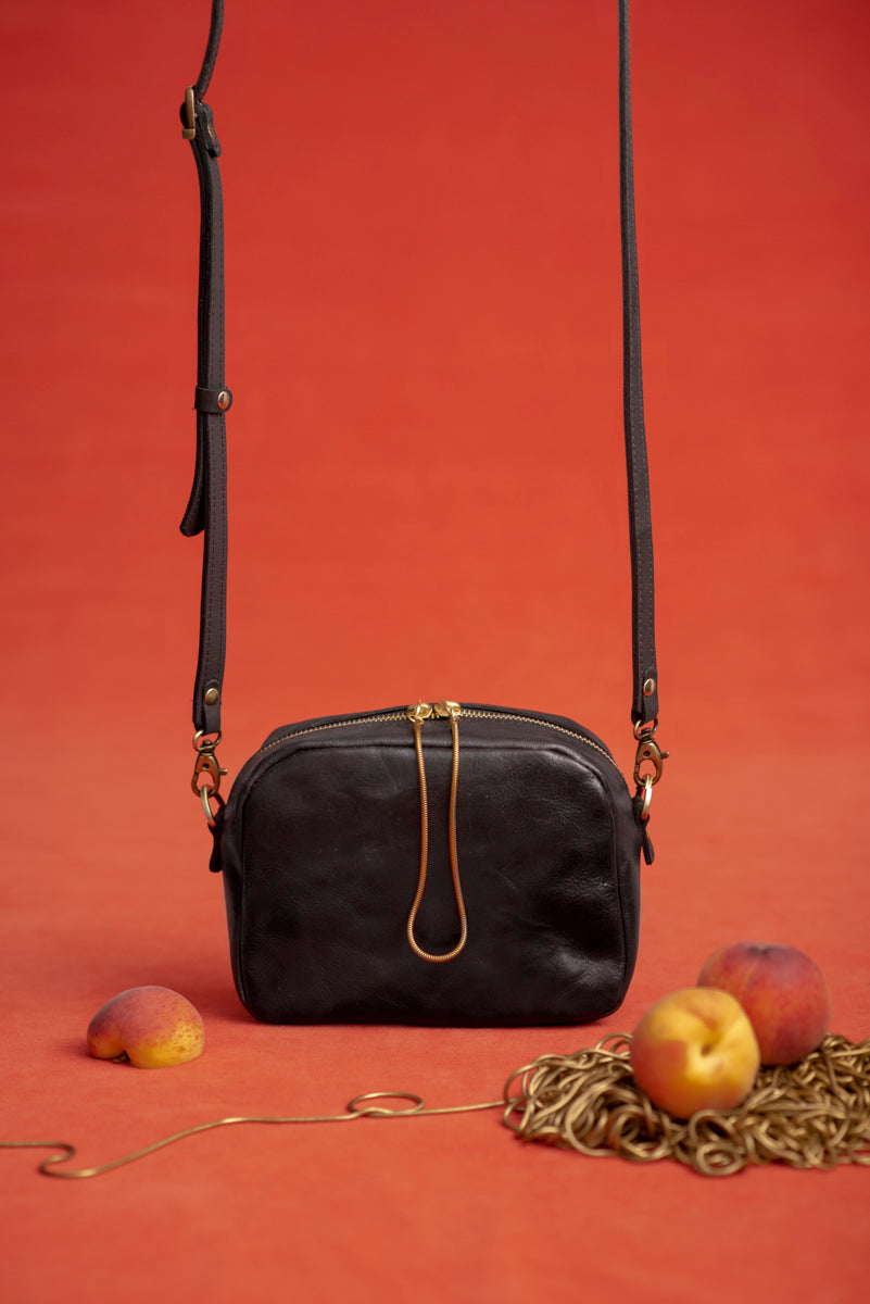 PÊCHE leather purse with brass snake chain tassel