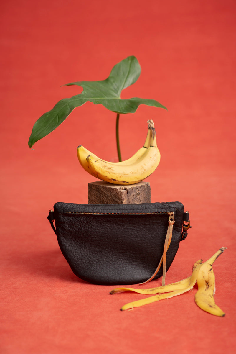 BANANE leather fanny pack