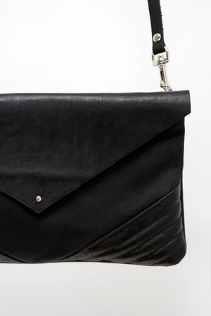 ÉMERAUDE leather clutch bag
