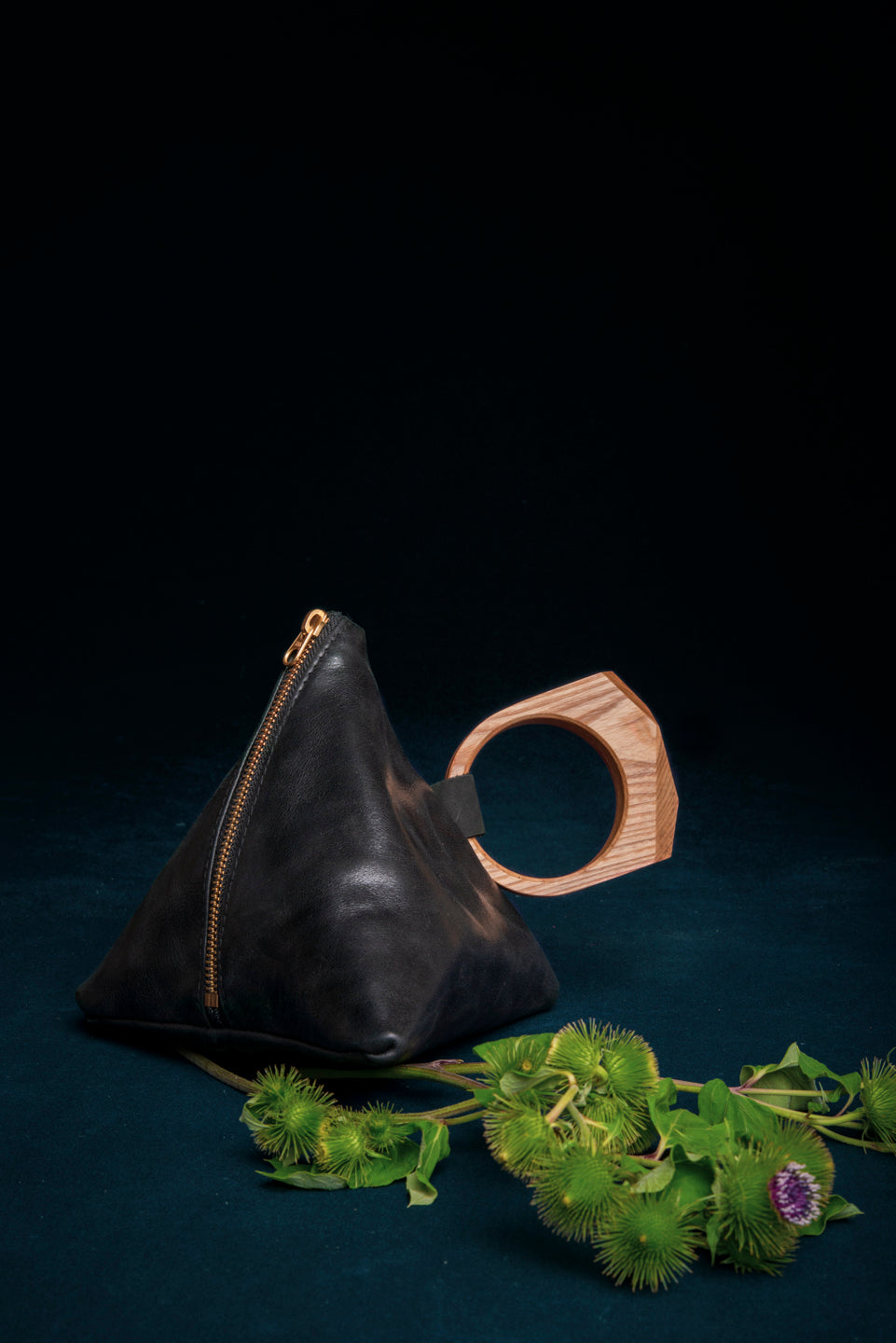 Leather bag with geometrical wood handle - Laurier