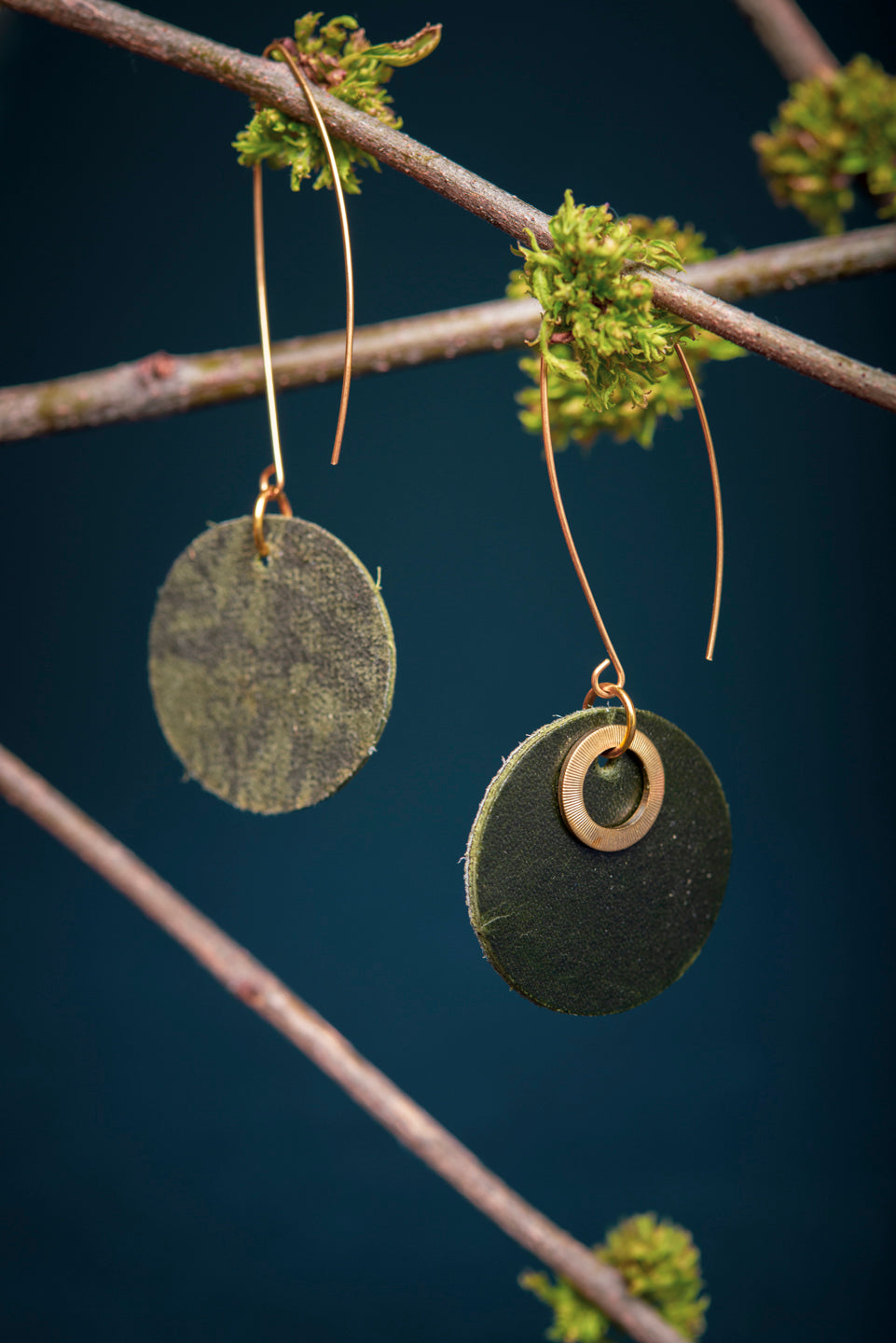 Leather and brass earrings - 6e avenue