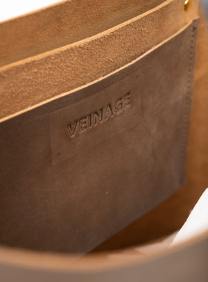 Veinage Molson brown leather minimalist tote bag detail