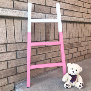 Child blanket ladder. Perfect for the nursery. Can be painted any colour.