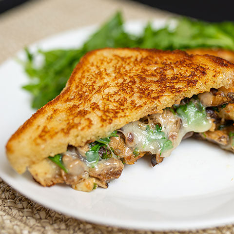 Grilled cheese décadent aux champignons sauvages