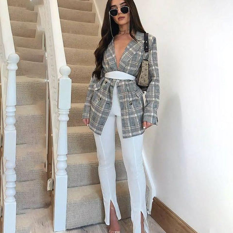 Fashion blog: 8 women's casual spring fashion essentials - woman wearing High Waist Side-slit Pencil Pants