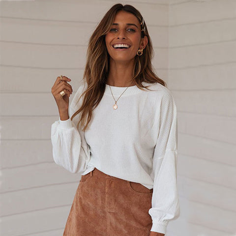 Fashion blog: Cute spring outfits for women - woman wearing loose long sleeve blouse