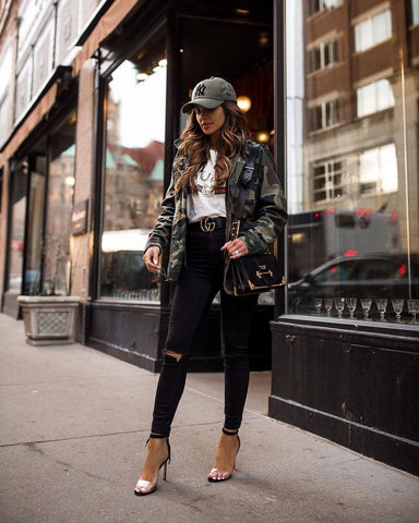 oversized camo jacket and skinny jeans