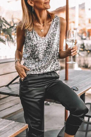 Fashion blog: 11 Cute birthday outfits for women - woman wearing v neck sequin tanktop