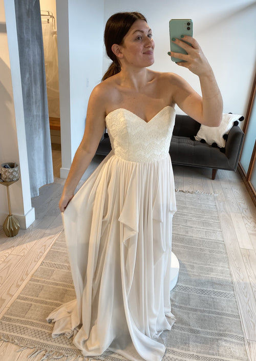 Natalie By Truvelle Wedding Dress / Size 8