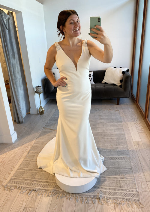 Meghan By Theia Wedding Dress - Size 10
