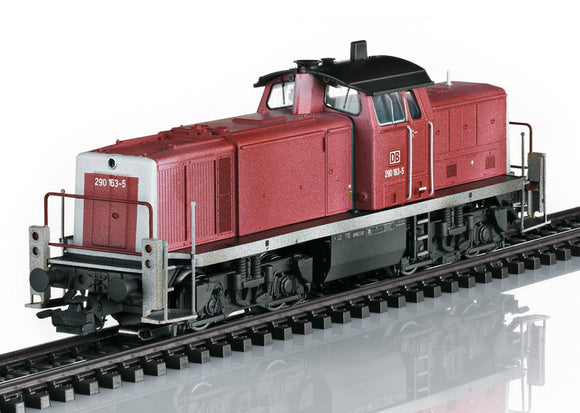 Marklin 39902 - Class 290 Diesel Locomotive - engineer turns