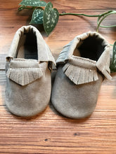 Load image into Gallery viewer, Romirus Grey Moccasin