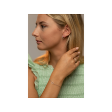 Load image into Gallery viewer, Clover bracelet in white gold worn by Margot