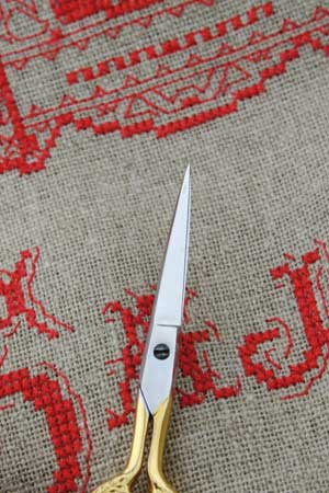 Sajou Cœur Gilded Embroidery Scissors - The Needle Store