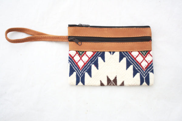 Leather and Alfombra Clutch-Blanco