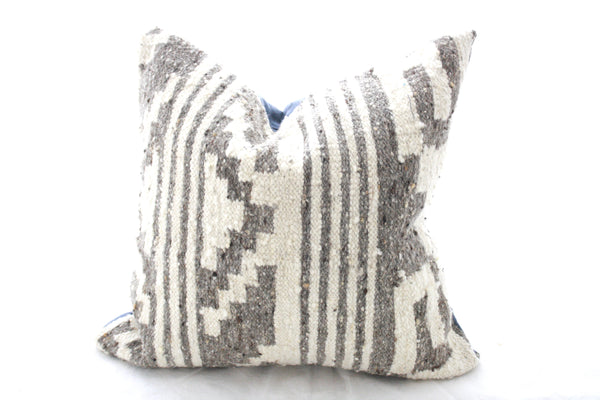 Square Alfombra Pillow Cover-Escala