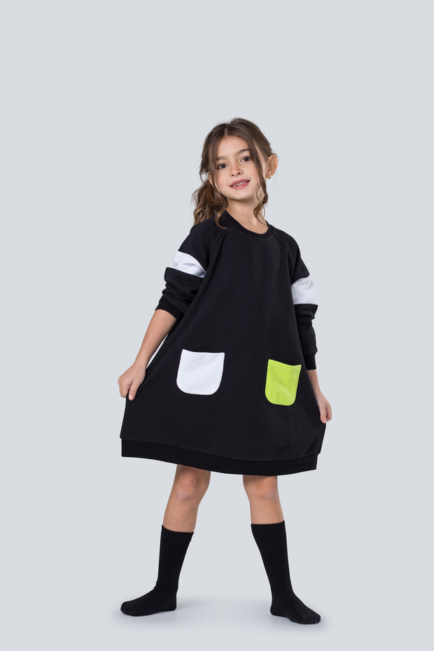 Black dress with pocket accent - neon green 1