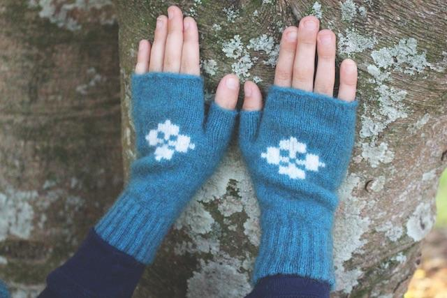 CHILD'S FINGERLESS MITTEN - Woolshed Gallery