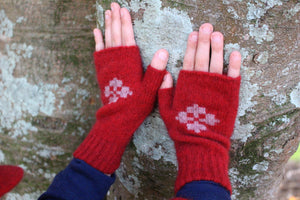 CHILD'S FINGERLESS MITTEN