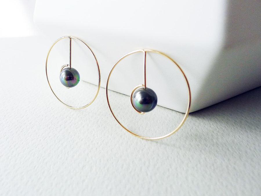 Orbit Hoop Earrings / Shell Pearl / 14k gold-filled