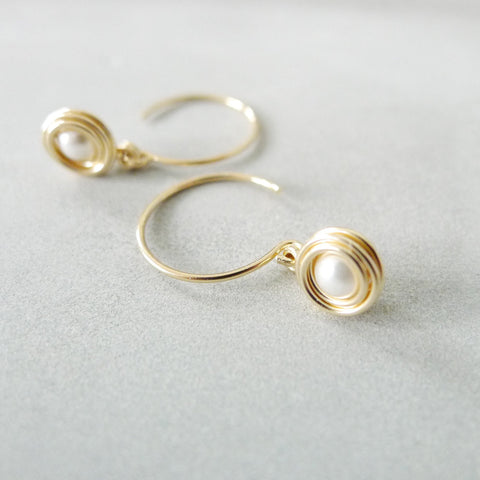 Small Nested Circle Earrings / White Faux Pearl