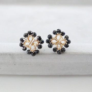 Four-Leaf Clover Earstuds / Black Spinel
