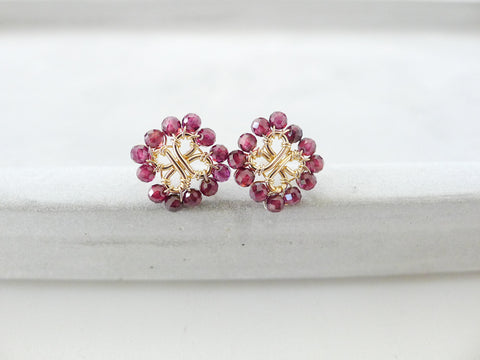 Four-Leaf lover Earstuds / Faceted Red Garnet