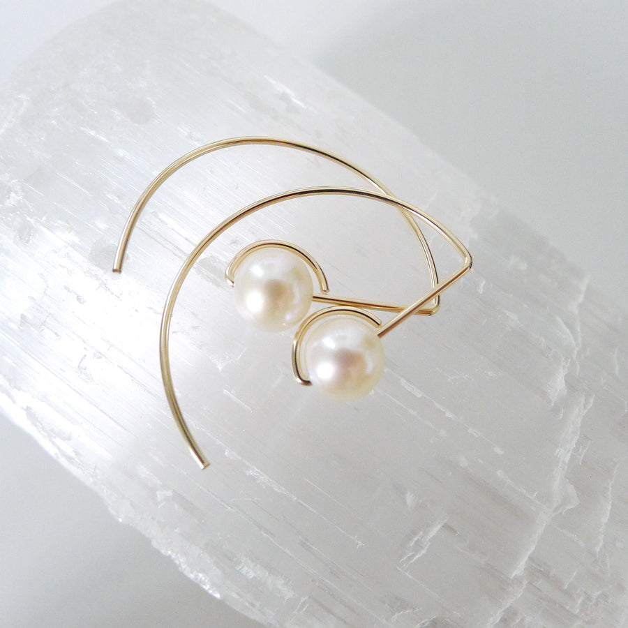 Halfmoon Earrings / Freshwater Pearl