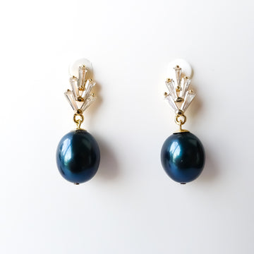 Clare Earrings / Shell Pearl