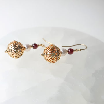 Evane Earrings / Garnet / fresh water pearl