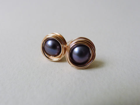 Nested Pearl Earstuds / Peacock